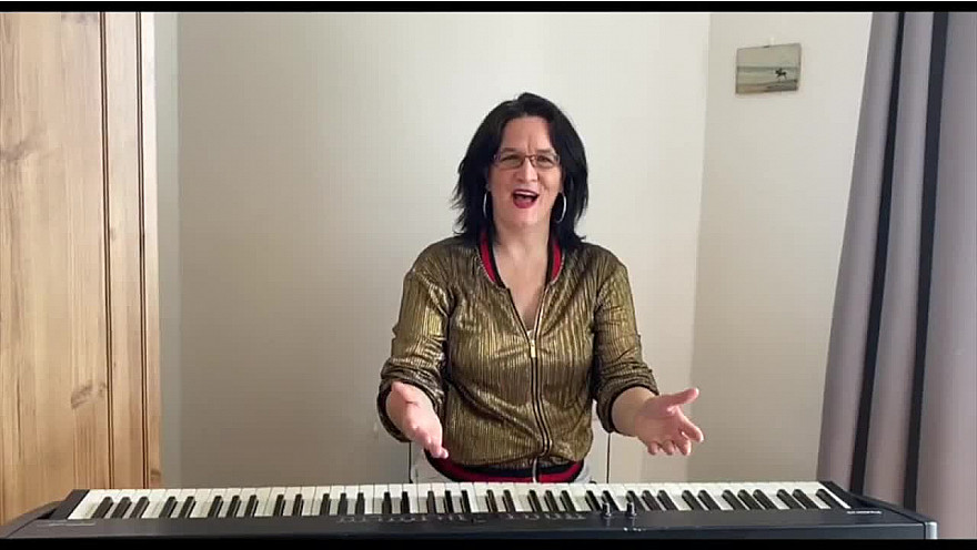 Caroline Harvey chante 'Milord'